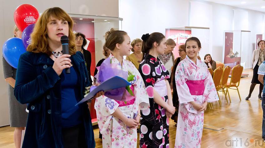Наталья Зюмченко и представительницы Японского культурного центра «Хато»::Фестиваль-выставка «С Днем рождения, Манеж!»