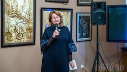 На открытии «Выставки 6 молодых художников. Взгляд через 50 лет»