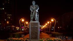 Памятник Садри Максуди в сквере Стамбул, Казань