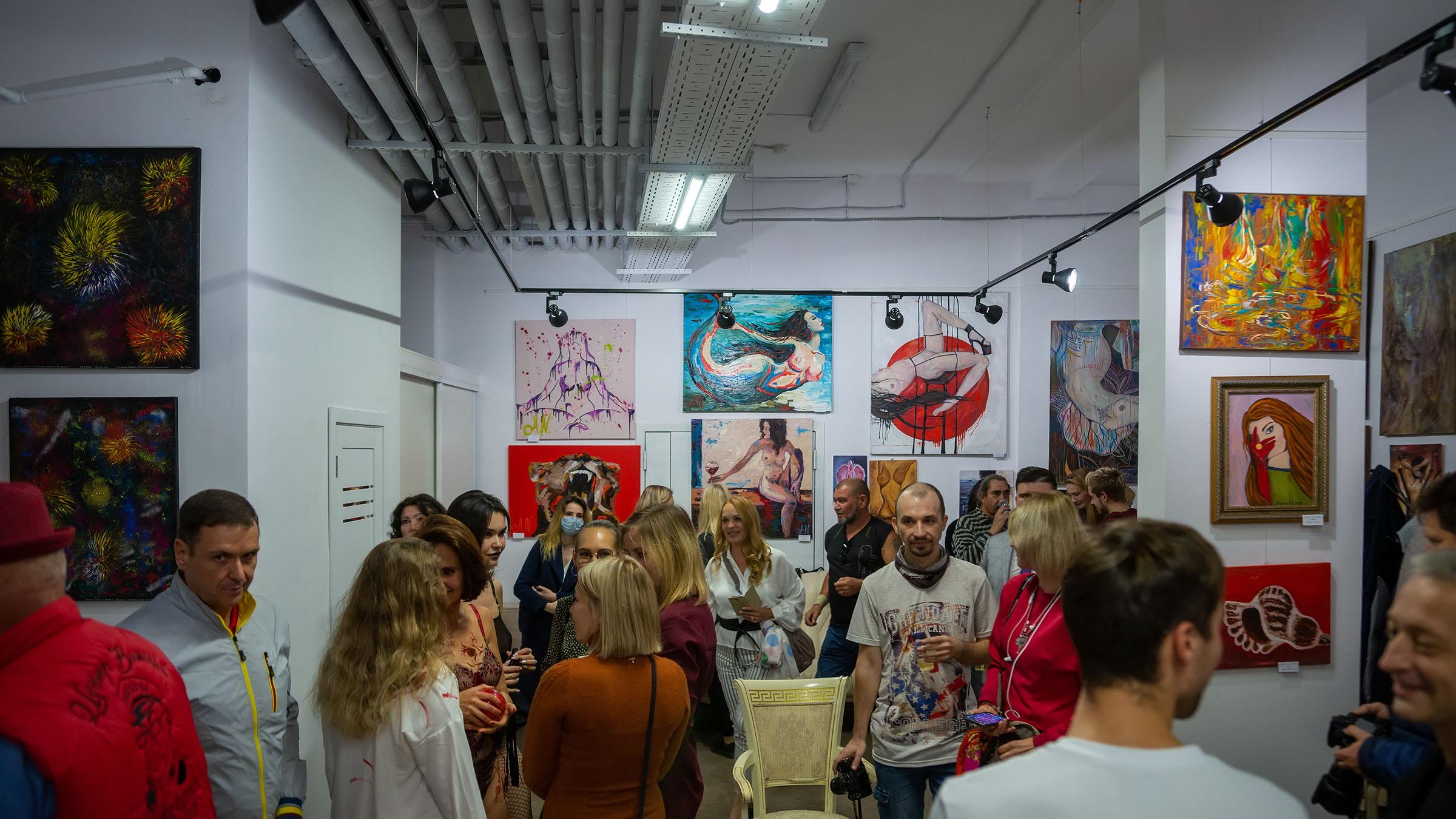 На открытии выставки «АРТ ИНТЕРЬЕР» в галерее ::Выставка «АРТ Интерьер»