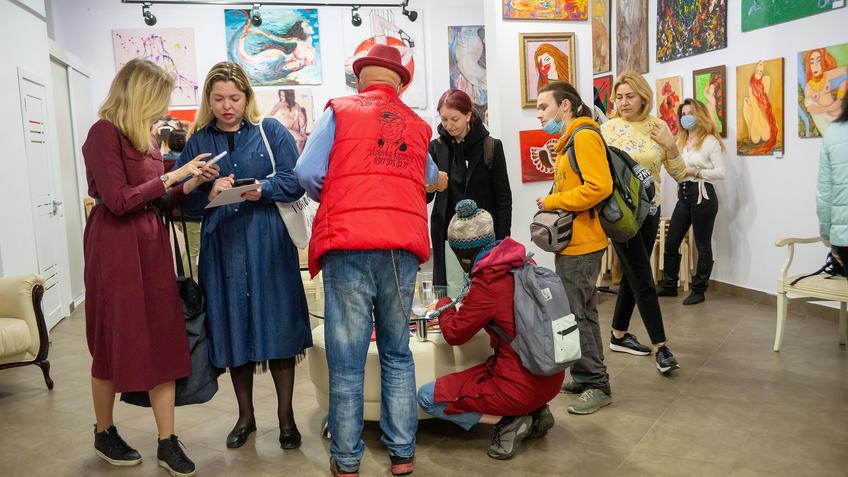 У  Книги отзывов. В экспозиционном пространстве выставки «АРТ ИНТЕРЬЕР»::Выставка «АРТ Интерьер»