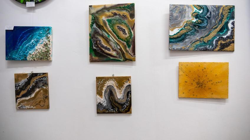 Уголокэкспозиции с работами Ирины Симановой::Выставка «АРТ Интерьер»