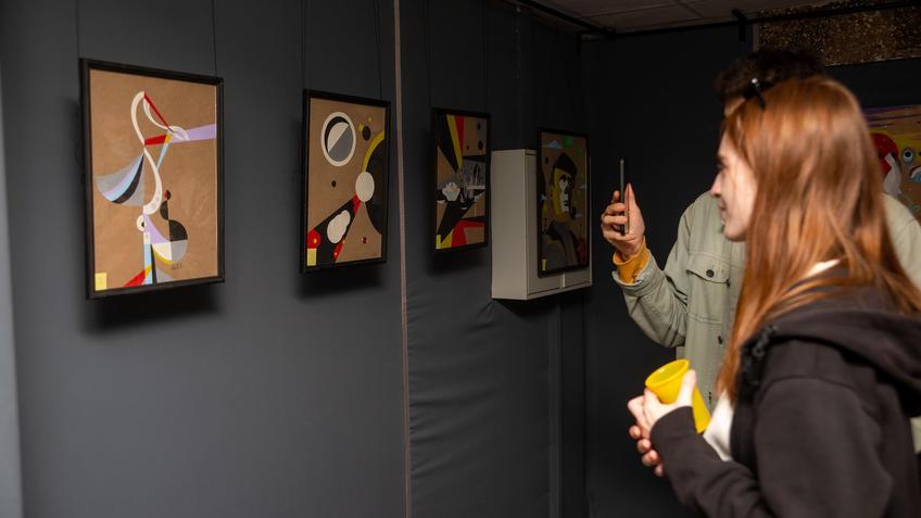 На выставке Владимира Муртазина «Скромное обаяние материализма»::Владимир Муртазин «Скромное обаяние материализма»