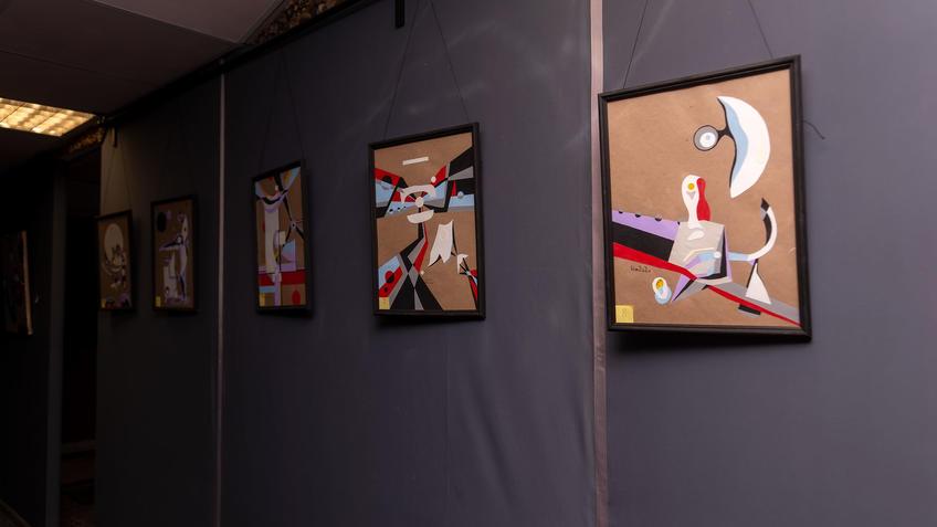 Фрагмент экспозиции  выставки Владимира Муртазина «Скромное обаяние материализма»::Владимир Муртазин «Скромное обаяние материализма»