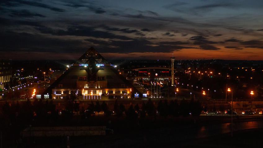 Вид на КРЦ «Пирамида» от Юго-западной башни Казанского Кремля, октябрь 2020, Казань::Казань, Кремль, вечерняя прогулка