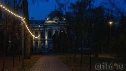 Вид на дом Чукашева из Лядского сада. Сумерки, Казань, Горького 19 б.
