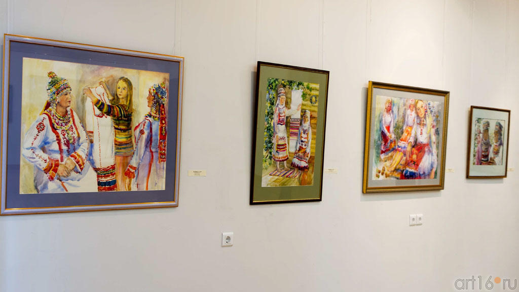 Работы Бердниковой Т.М.1958. Слева: ʺПосвящениеʺ. 2011::Искусство чувашского народа