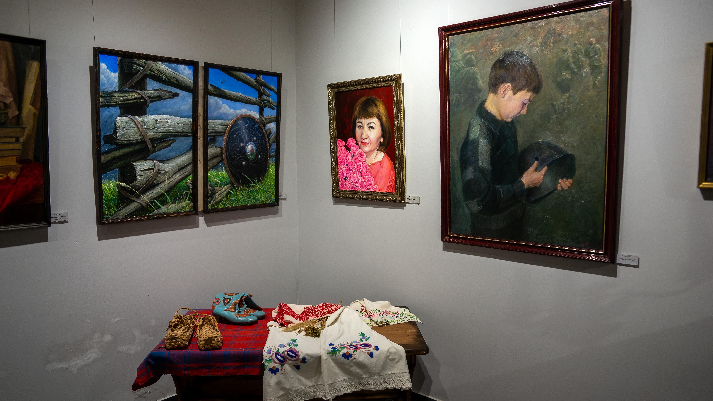 Фрагмент экспозиции выставки Т. Ильясова «Родник моей души»::Тахир Ильясов. Выставка «Родник моей души»