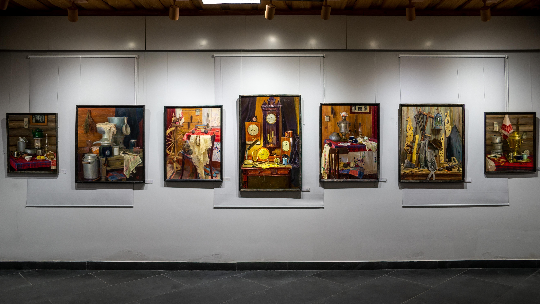 Фрагмент экспозиции выставки Тахира Ильясова «Родник моей души»::Тахир Ильясов. Выставка «Родник моей души»
