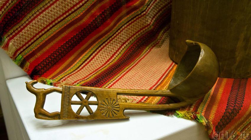 Деревянный ковш. Неизвестный автор XIX::Искусство чувашского народа