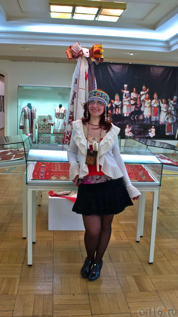 Елена Баймяшкина на выставке ʺИскусство чувашского народаʺ::Искусство чувашского народа