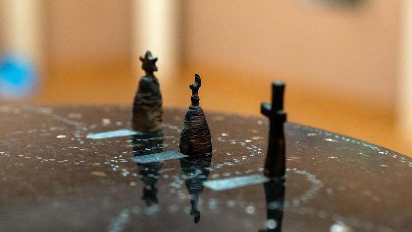 Любовь. 2018 (фрагмент). Адель Халиуллин::«Апокалипсис. Возрождение ». Адель Халиуллин (скульптура), Анна Федорова (живопись)