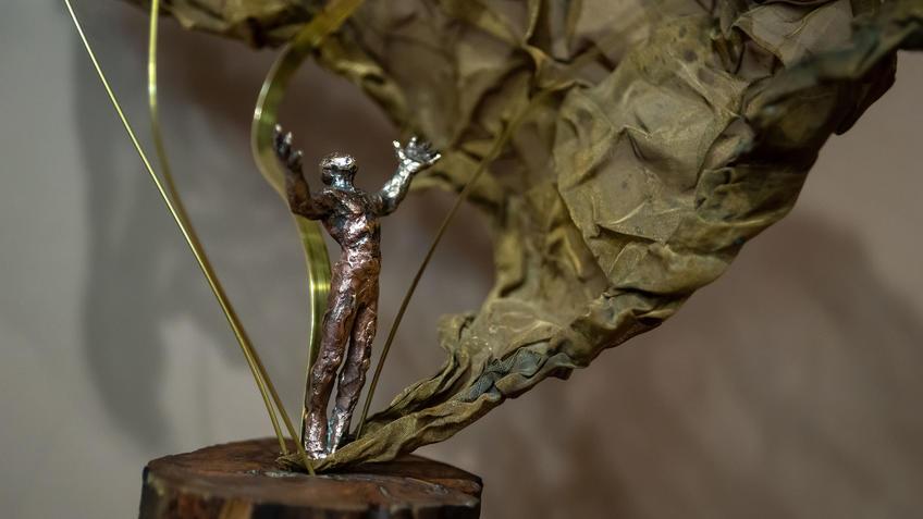 Энергия 2021 (фрагмент), Адель Халиуллин::«Апокалипсис. Возрождение ». Адель Халиуллин (скульптура), Анна Федорова (живопись)