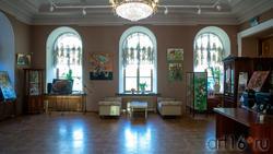 Фрагмент экспозиции выставки Елены Острой «Рождение иллюзий