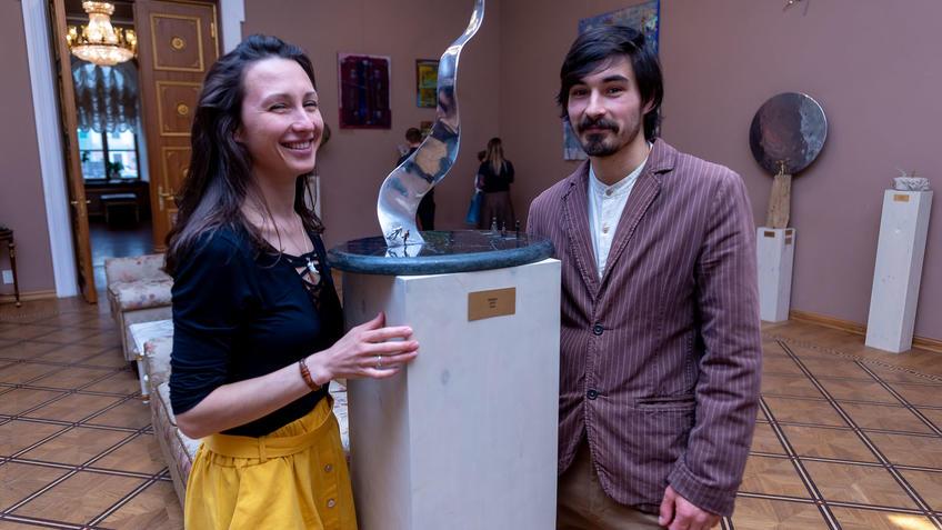 Адель Халиуллин с супругой::«Апокалипсис. Возрождение ». Адель Халиуллин (скульптура), Анна Федорова (живопись)