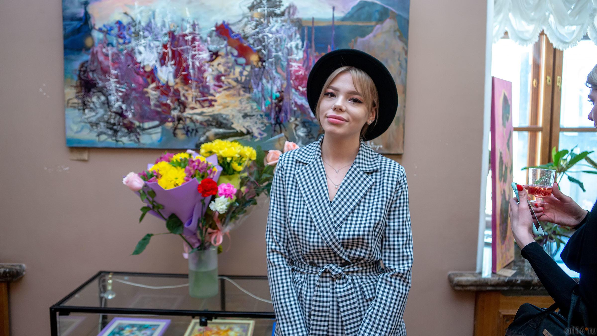 На выставке Елены Острой в Казанской Ратуше::Елена Острая «Рождение иллюзий»