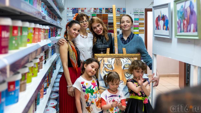 На открытии выставки Людмилы Бабаевой::Людмила Бабаева «Рыжее настроение»