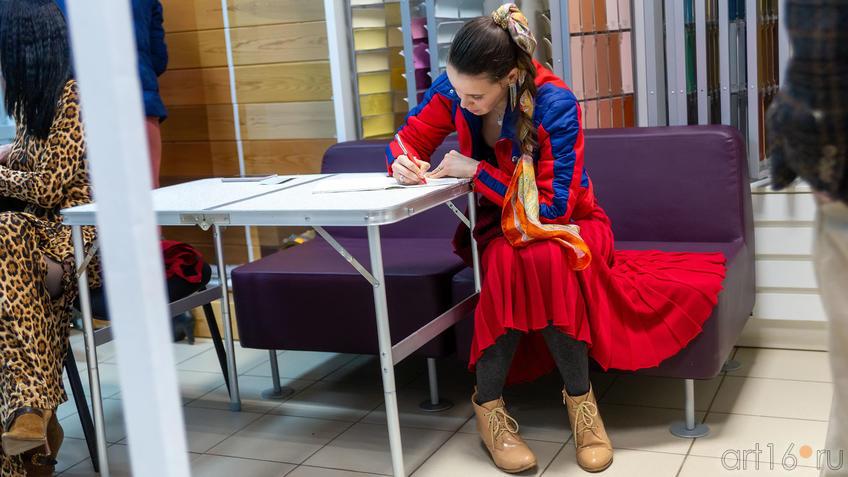На выставке Людмилы Бабаевой::Людмила Бабаева «Рыжее настроение»