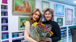 Людмила Бабаева, Елена Сунгатова на выставке Л. Бабаевой «Рыжее настроение»