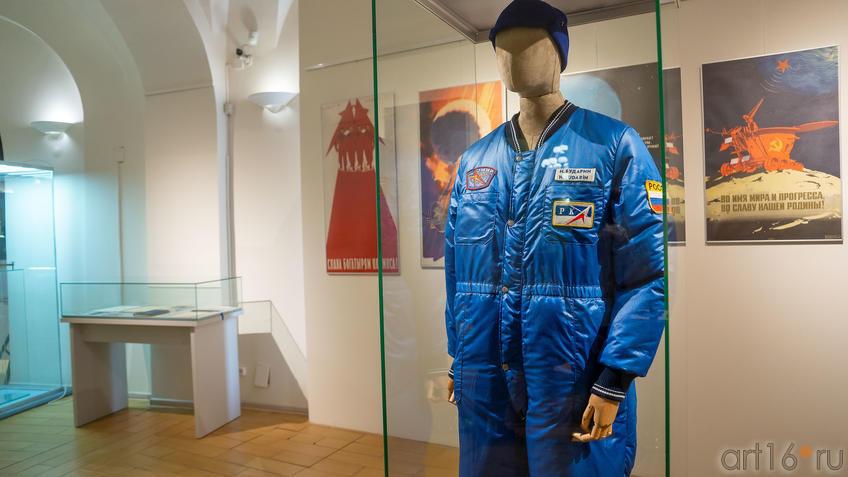 Комбинезон космонавта Н.М.Бударина. Россия (1995-2003)::На пороге Вселенной