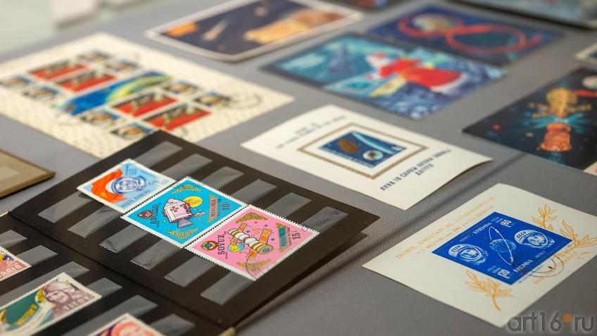 Марки и открытки , посвященные  освоению Космоса::На пороге Вселенной