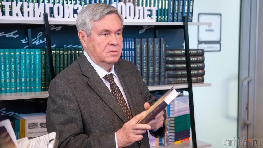 Мушинский Ахат Хаевич::Презентация книги: Ахат Мушинский. Запах анисовых яблок