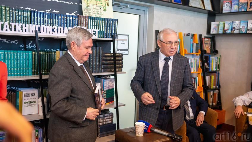 Ахат Мушинский, Разиль Валеев::Презентация книги: Ахат Мушинский. Запах анисовых яблок