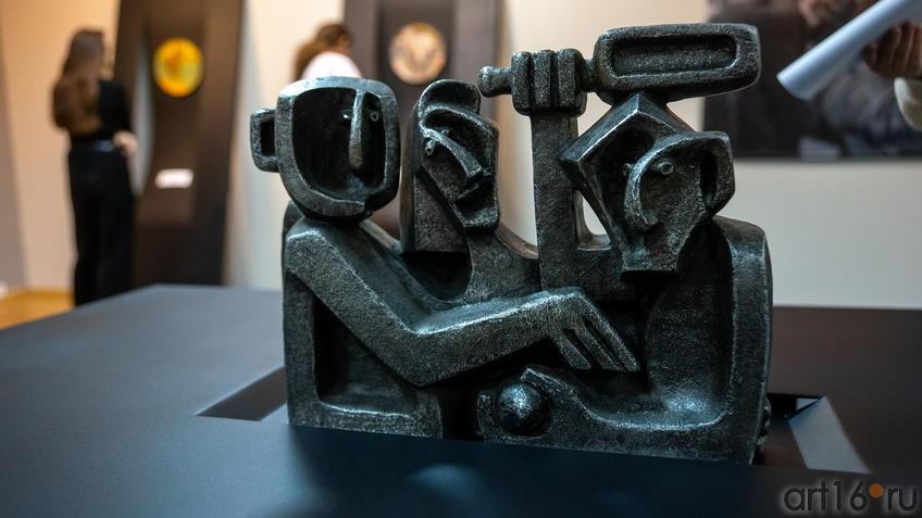 Драка из цикла «Праздник», 1965, Вадим Сидур::Война и Мир Вадима Сидура