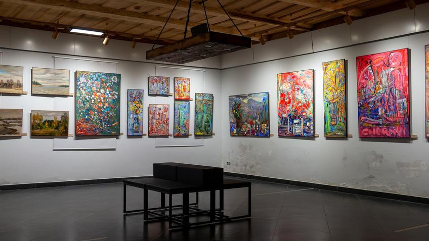 Фрагмент экспозиции выставки Александра и Алексея Чёрных «7Я»::«7Я» выставка Александра и Алексея Чёрных
