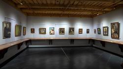 Фрагмент экспозиции выставки «Портреты мастеров казанской школы»