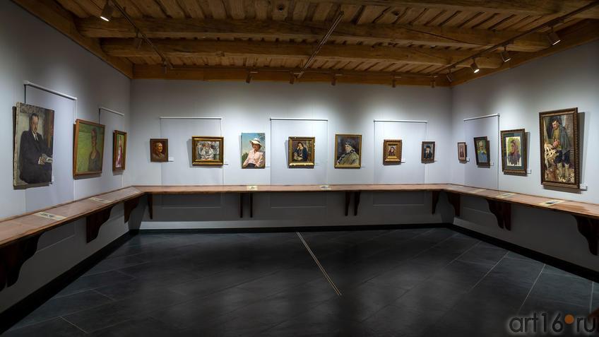 Фрагмент экспозиции выставки «Портреты мастеров казанской школы»::Портреты мастеров казанской школы