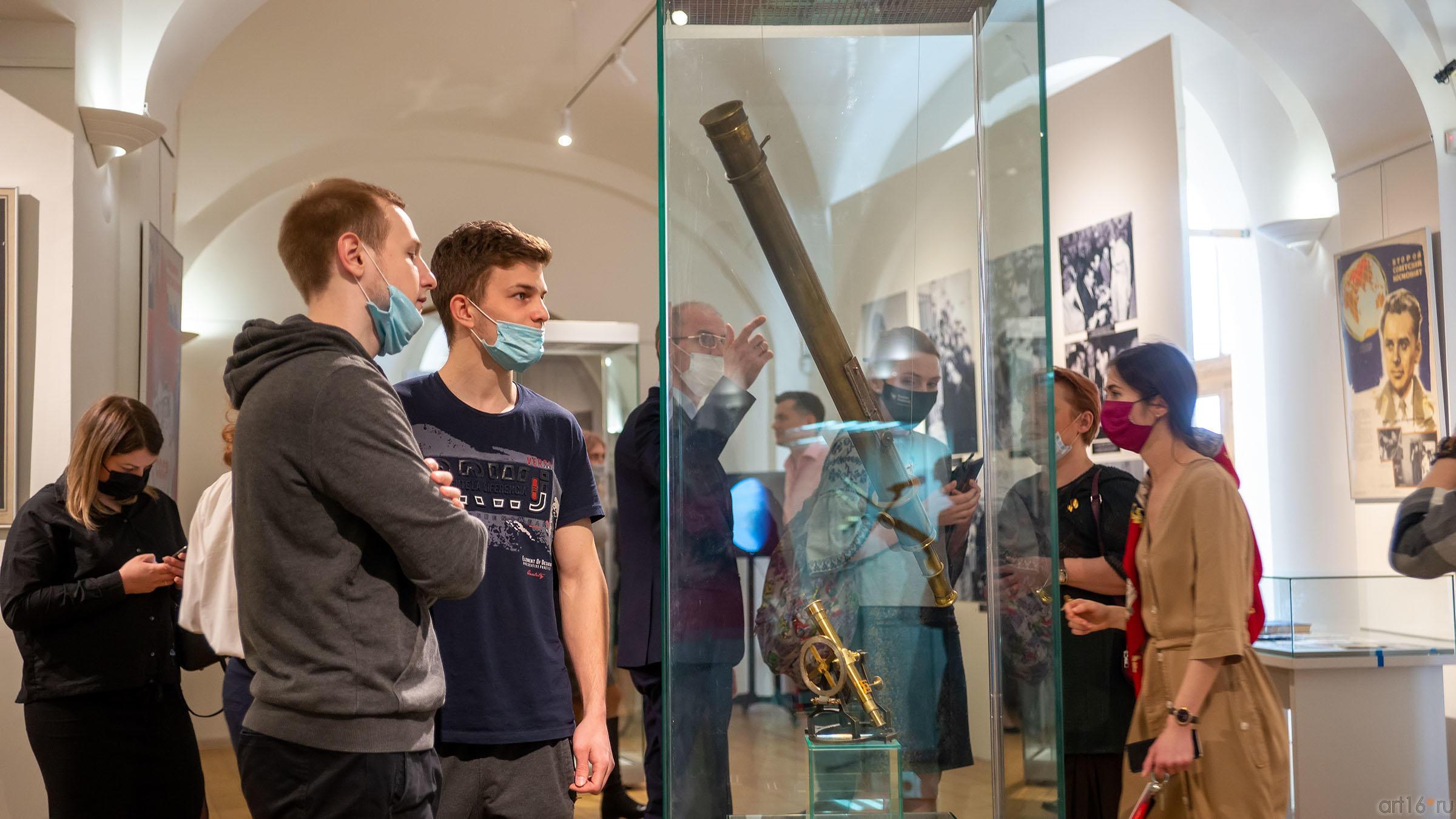 В экспозиции выставки «На пороге Вселенной»::На пороге Вселенной