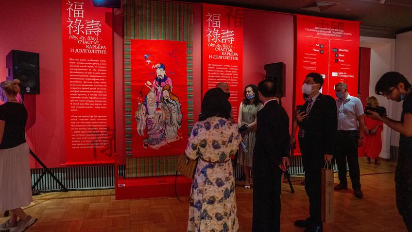 На открытии выставки «Пять символов счастья»::Пять символов счастья. Выставка Государственного Эрмитажа