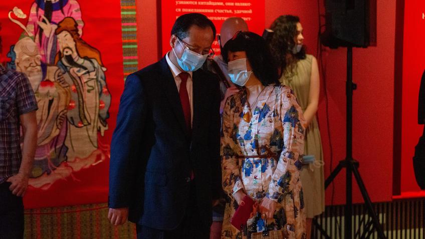 Генеральный консул Китайской Народной Республики в городе Казань У Инцинь::Пять символов счастья. Выставка Государственного Эрмитажа