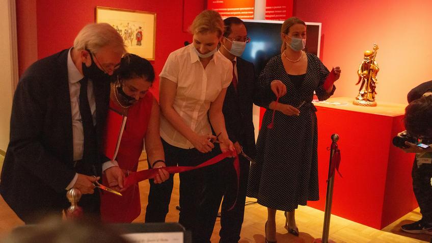 Открытие выставки «Пять символов счастья»::Пять символов счастья. Выставка Государственного Эрмитажа