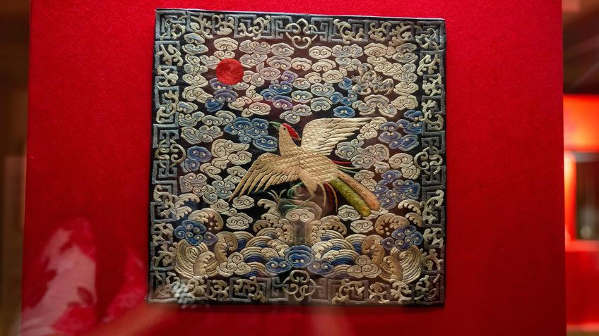 Нашивка буцзы с изображением цилиня::Пять символов счастья. Выставка Государственного Эрмитажа