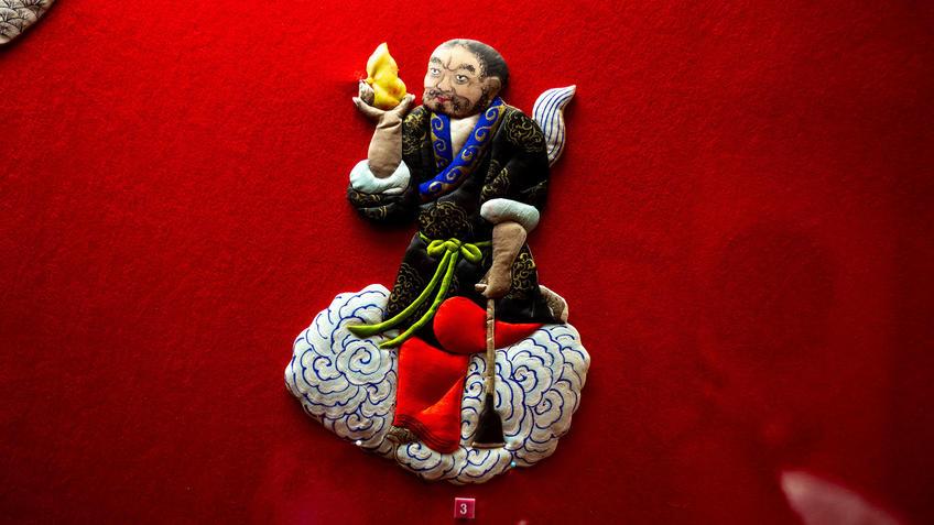 Ли Тегуай на облаке::Пять символов счастья. Выставка Государственного Эрмитажа