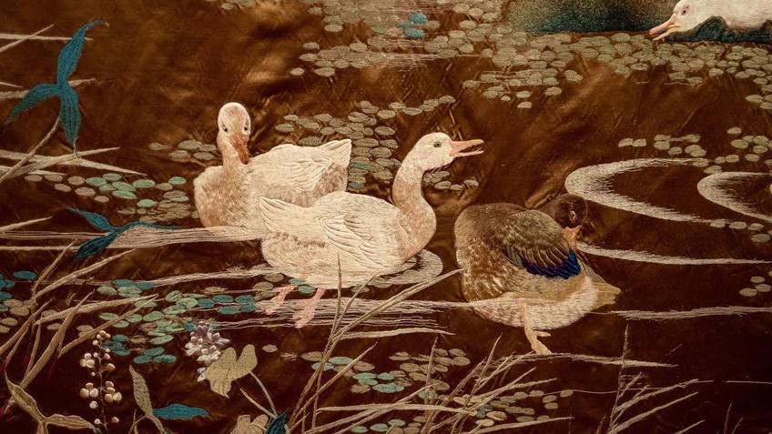 Завеса с изображением гусей на озере (фрагмент)::Пять символов счастья. Выставка Государственного Эрмитажа