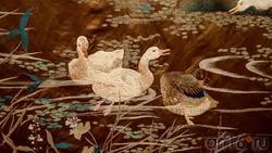 Завеса с изображением гусей на озере (фрагмент)