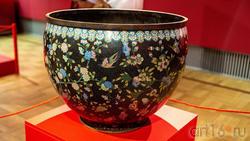 Большое кашпо с изображением цветов, птиц и бабочек