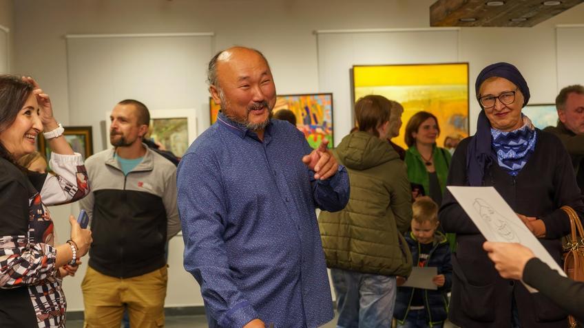 Бато Дугаржапов на открытии выстакви «Мы вместе»::Бато Дугаржапов, Ирина Митрикова «Без булдырабыз! Мы можем!»