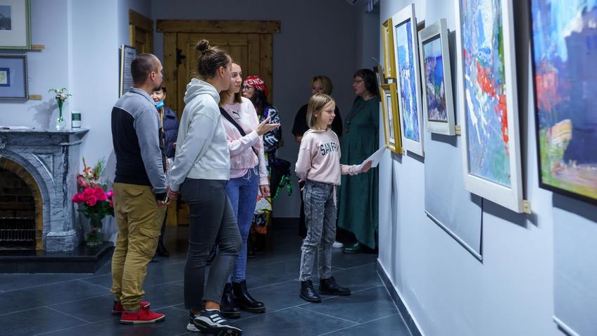 В эеспозиции выставвки «Мы можем»::Бато Дугаржапов, Ирина Митрикова «Без булдырабыз! Мы можем!»